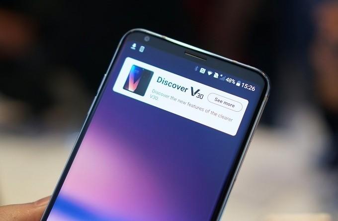 Hình ảnh chiếc điện thoại LG V30 xách tay