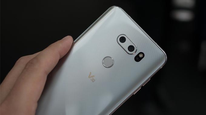 LG V30 xách tay được trang bị hệ thống camera trước sau khủng