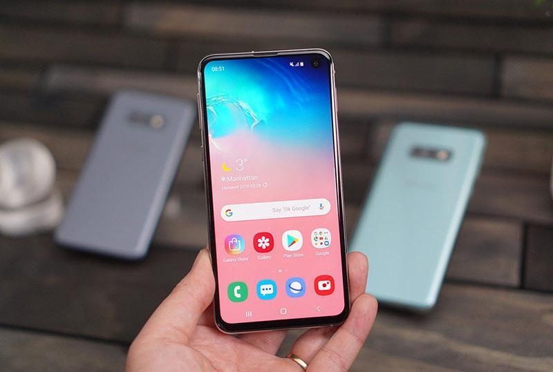 Điện thoại Galaxy S10e có những màu nào và giá bao nhiêu? 2