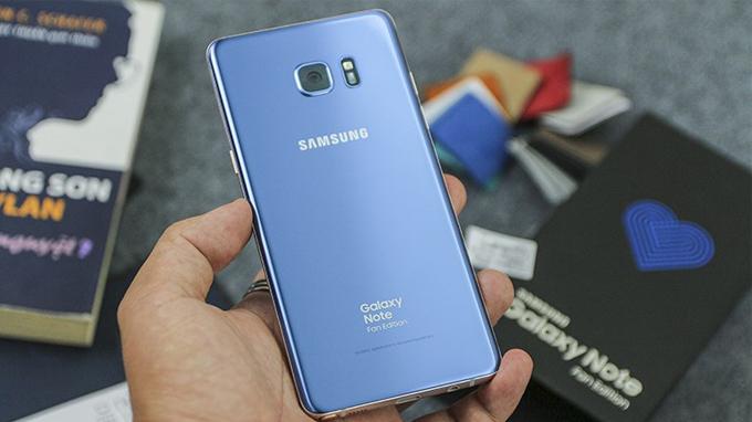 Điện thoại Samsung Galaxy note fe cứng cáp với 2 mặt kính cường lực